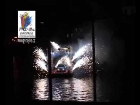 Zahradní ohňostroj na pontonu Pyro-Jiva