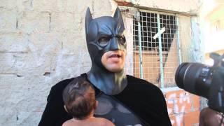 Batman na comunidade do metrô (Mangueira-RJ)
