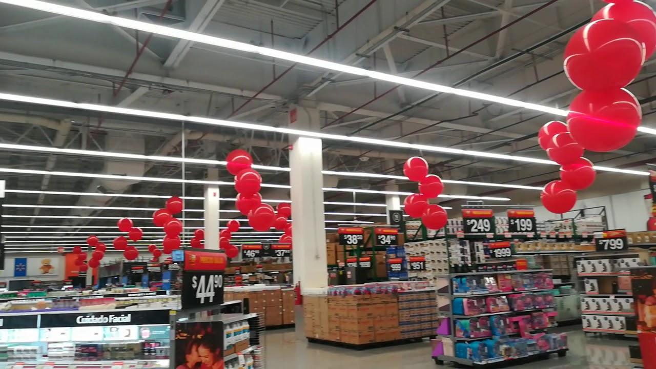 Decoración con globos para Walmart Lomas Toreo