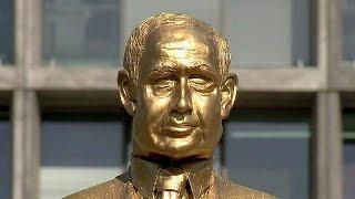 Netanyahu statue toppled