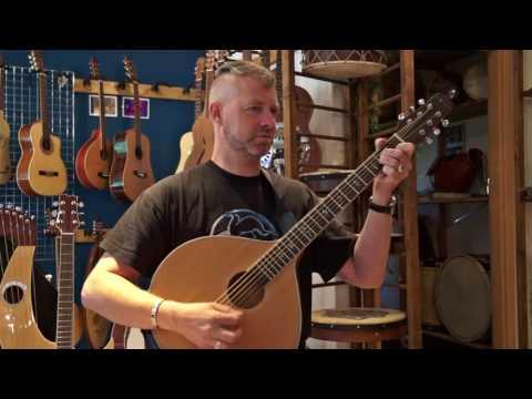 Ducky von Schandmaul  - 6 saitige Gitarrencister