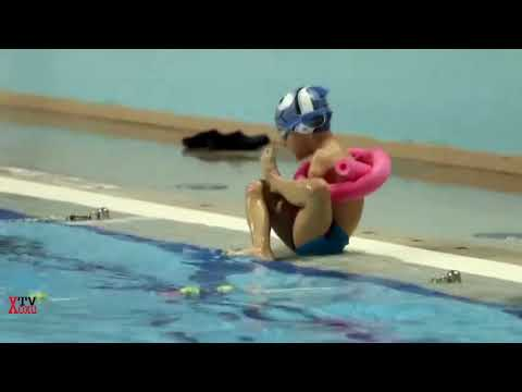 AMAZING - Champion 6 years old amputee swimmer
