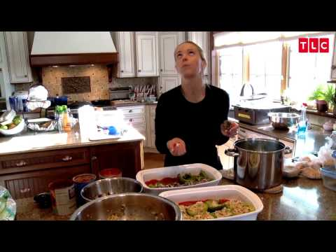 Prepping Dinner for 8 Kids Isn't So Easy | Kate Plus 8