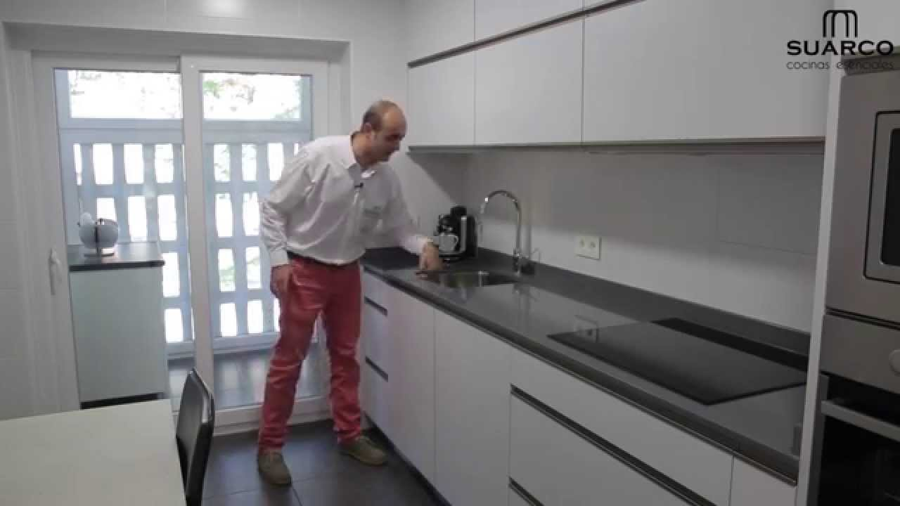 Video cocinas modernas blancas sin tiradores youtube for Cocinas integrales blancas modernas