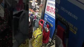 韓國役情日趨嚴重,去超市買東西需要把電話號碼存入役情中心。