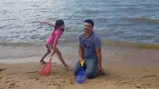 jogando peteca na praia com a erika - o pior jogo do mundo