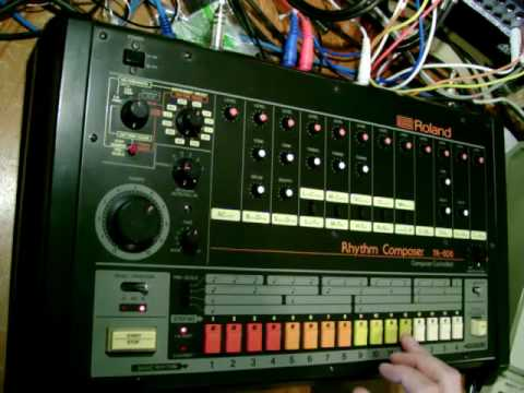 A close up look at the Roland TR-808 part 2