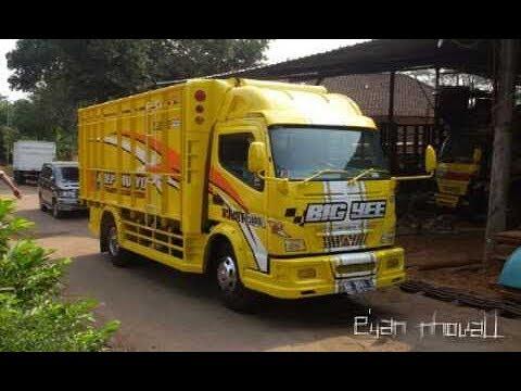 Steady Yellow Lemon Motif Truck Canter