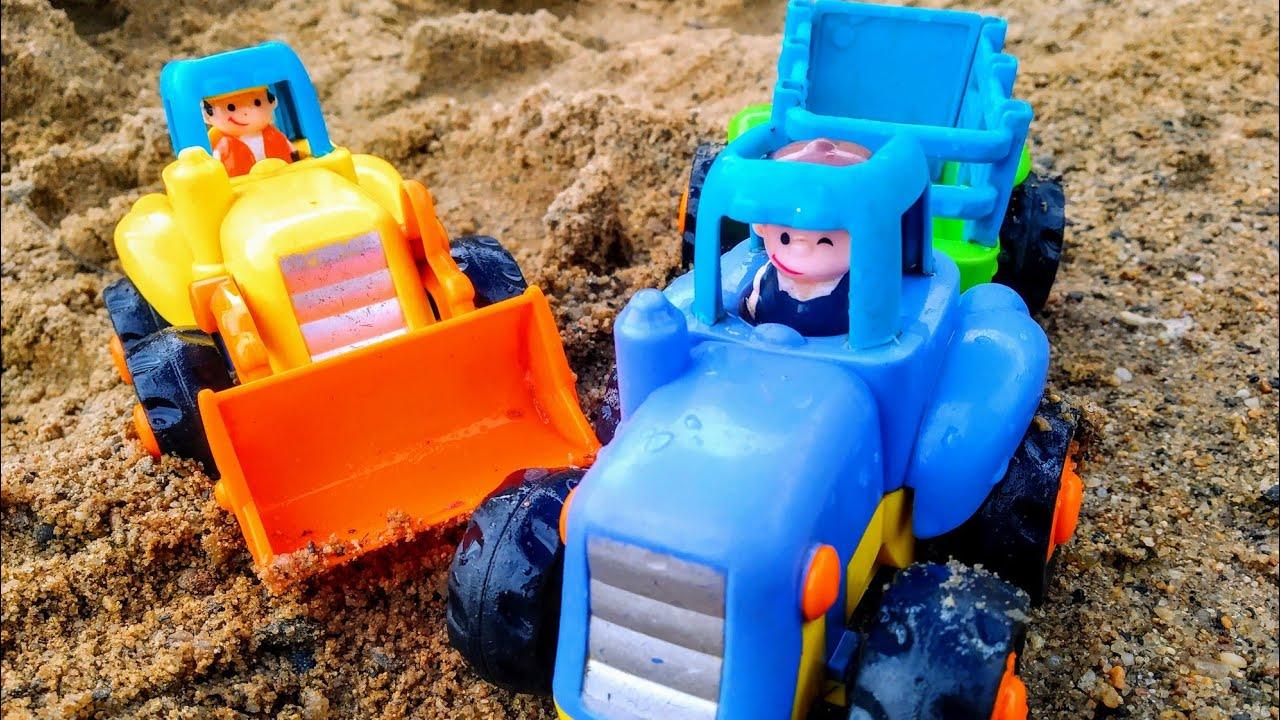 Мультики про машинки. Синий трактор едет домой и попадает ...