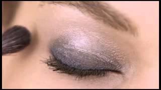 Estee Lauder - How to Create an Ombre Eye Thumbnail
