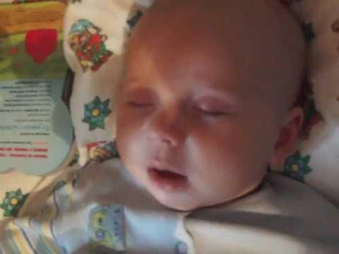 Малышу  3 месяца снится страшный сон.