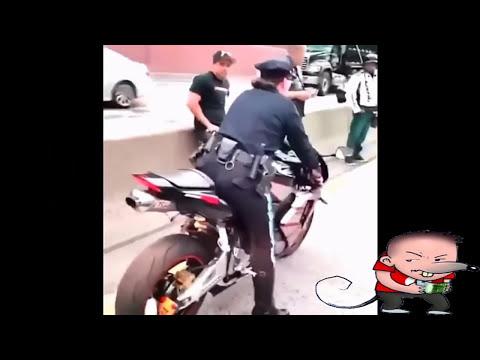 """Policias bailando en el coche mientras """"trabajan"""" y sin cinturón from YouTube · Duration:  3 minutes 33 seconds"""
