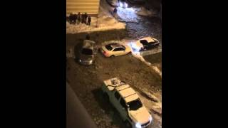 Автомобиль застрял в коммунальном болоте на Уктусе