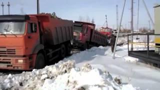 Чем отличается Камаз от китайского грузовика(Не могу не добавить это видео)) Камаз - сила! Ставьте лайк! Спасибо), 2012-10-02T10:44:48.000Z)
