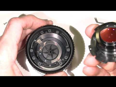 Oil on the aperture blades in AF Nikkor 35mm 1:2