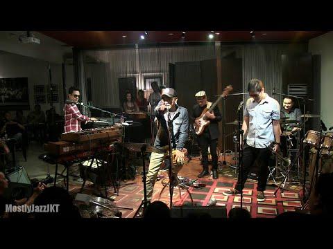 Glenn Fredly - Kau Datang @ Mostly Jazz 29/06/2012 [HD]