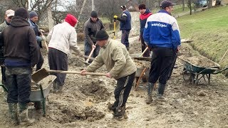 Мешканці Рунгурів розпочали будувати дорогу власними силами