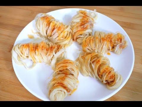 它是陕西名小吃,做法比凉皮简单,比油泼面好吃,全家都说吃不够