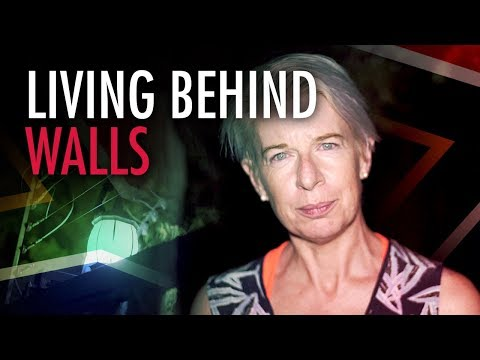 """Katie Hopkins in South Africa: """"Building walls to keep people in"""""""