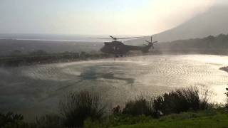 Helicopter collecting water for Cape Town fires