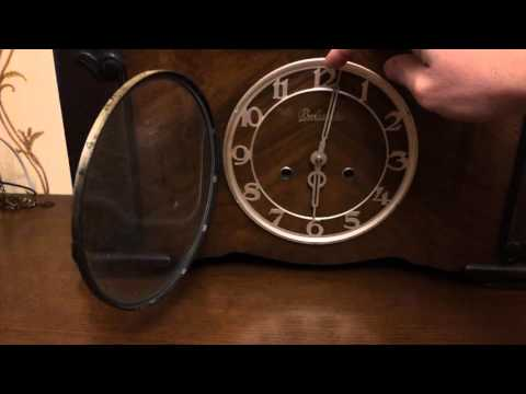 настольные часы с видеокамерой