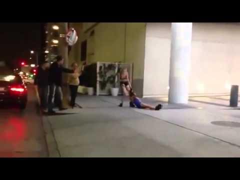 Тащит свою подругу видео фото 347-106