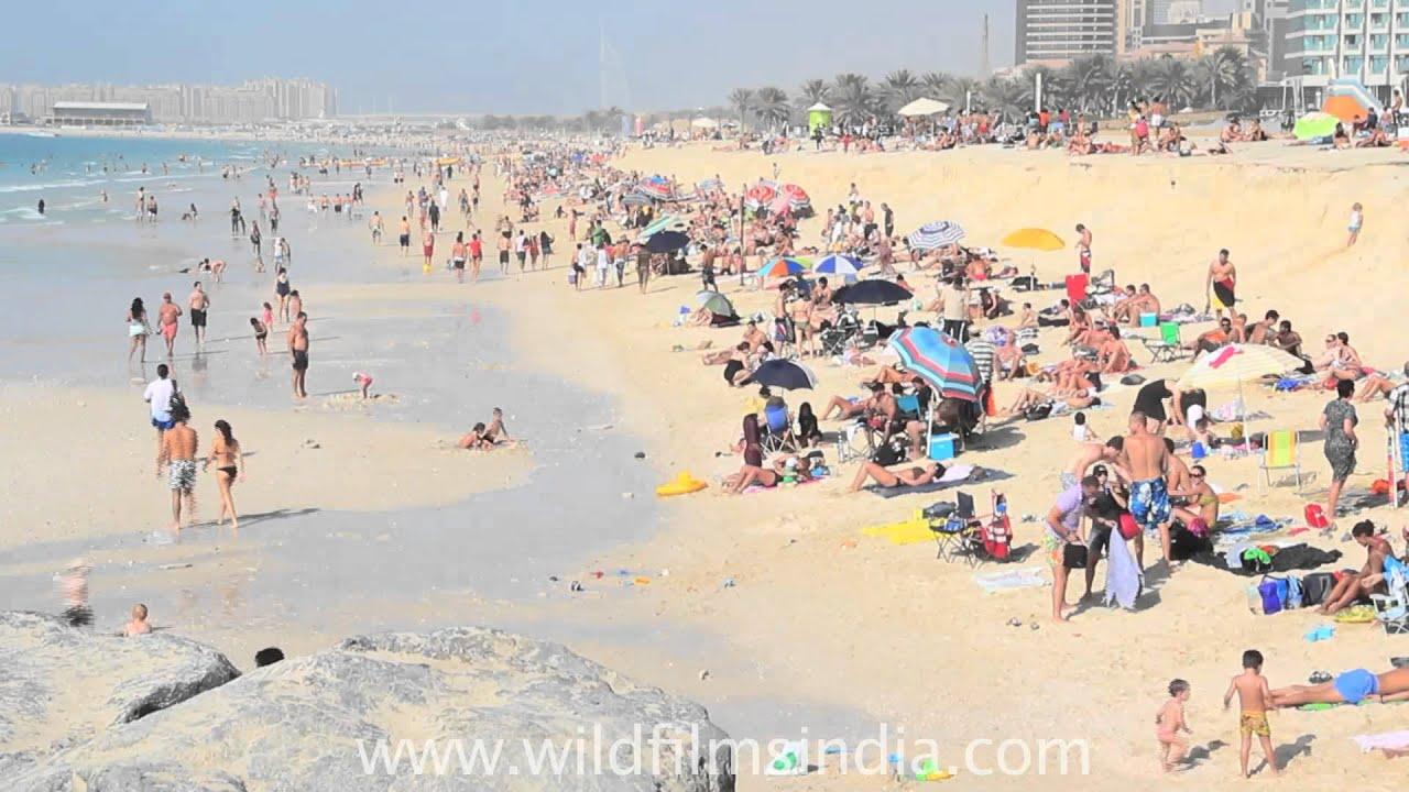 Crowded Jumeirah Beach By The Arab Tower