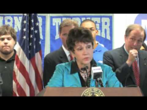 Governor Perry Visits R. L. Turner High School