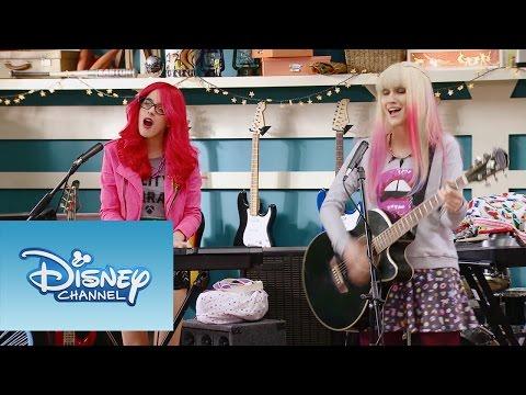 """Roxy y Fausta interpretan """"Underneath It All""""   Momento Musical   Violetta"""