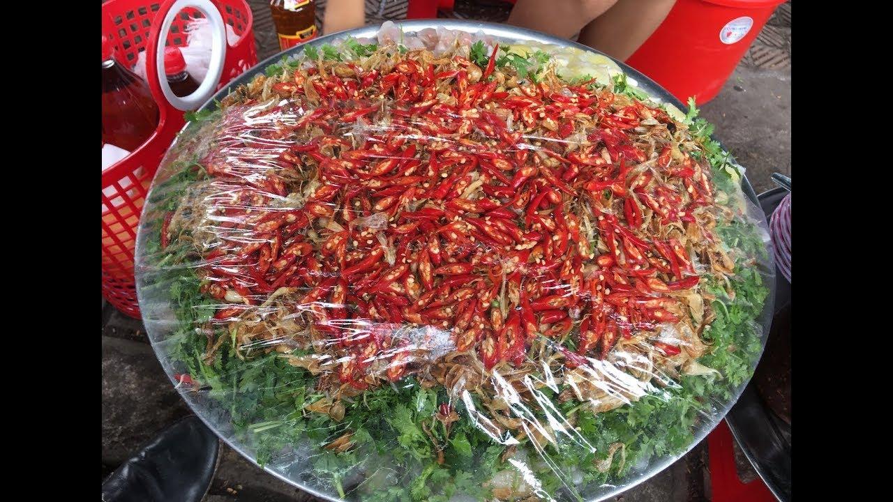 Mâm bánh lọc trước chợ Đông Ba Huế nhìn là muốn ăn ngay