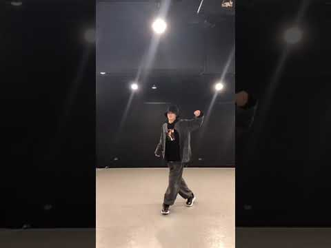 Niki Enyphen dancing Dynamite Challenge from BTS