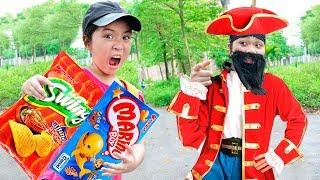 Chị Trang oz Xấu Xí ❤  Giả làm Vua Hải Tặc Giúp Đỡ Kiều Anh - Trang Vlog