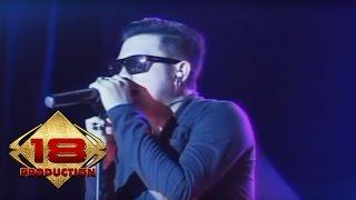 Download lagu Five Minutes - Bertahan   (Live Konser Kotabumi Lampung 15 Mei 2014)