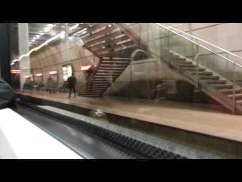 Metro Bilbao Salida de una 605 y Viajando en una 602 en Moyua hacia Santutxu
