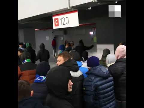 """Драка болельщиков """"Крыльев Советов"""" и """"Рубина"""" на стадионе в Самаре"""