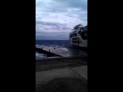 Greek ship trying to go into port very dangerous MUST SEE