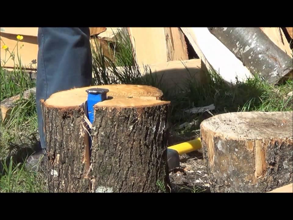 Grand long m trage sur fendre des b ches youtube - Table en buche de bois ...
