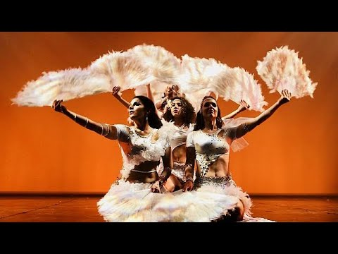 Avrupalı dansçılardan oryantal şov