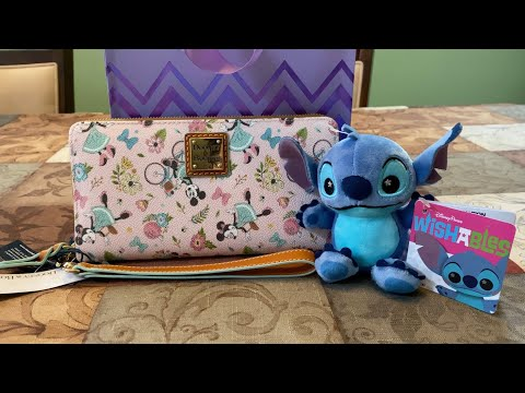 My First Ever Disney Dooney And Bourke Wallet Review!!!