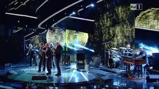 """Roberto Vecchioni  """"Chiamami ancora amore""""  duetto con la PFM - Sanremo 2011 (con testo)"""