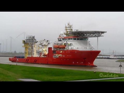 offshore supply ship NORMAND JARL LACE8 IMO 9661170 Versorgerschiff inbound Emden