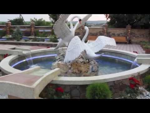 Изготовление скульптуры лебедей
