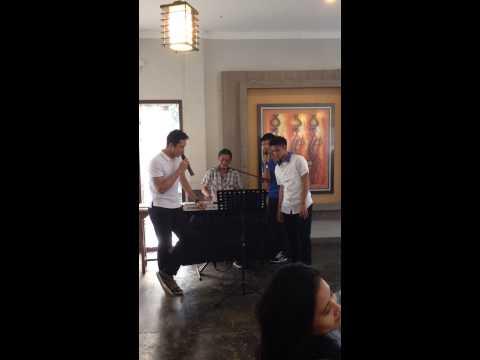 Jonatan Christie, Ihsan Maulana Mustofa and Firman Abdul Kholik singing together