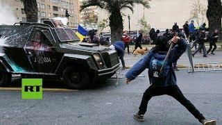 Miles de estudiantes protestan violenta...