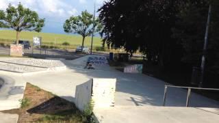 3Y1.5M riding BMW kids bike at skate park!!(, 2015-06-09T07:11:06.000Z)