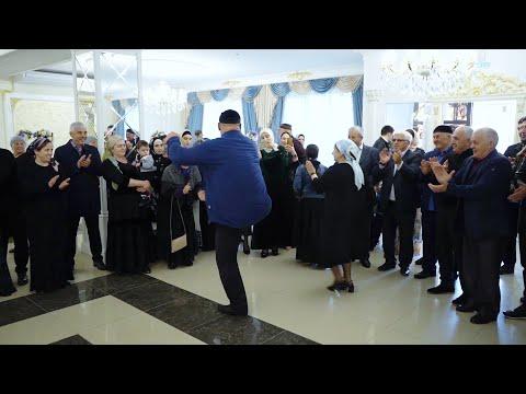 Танцует Легендарный ВАХА!