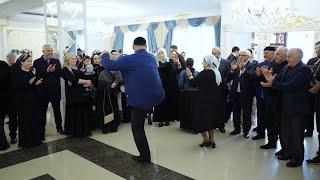 Танцует Легендарный ВАХА! Видео Студия Шархан