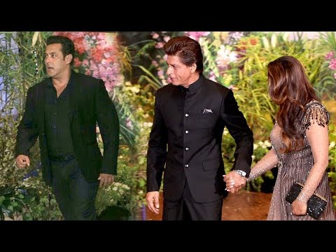 Salman Khan's MACHO ENTRY Next To Shahrukh Khan At Sonam Kapoor's Shaadi