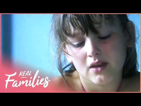 Nine Year Old Looks After 5 Kids & Her Parents | Our Lives: Young Carers