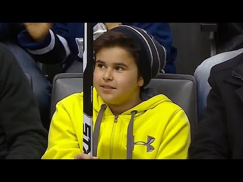Young fan catches Brandon Pirri's flying stick